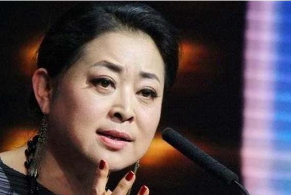 """1991年,倪萍春晚4张白纸""""造假"""",你以为她蓄意欺瞒,其实并不简单"""