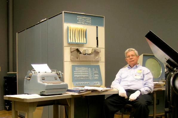60年前,在重达1500斤的电脑上做游戏