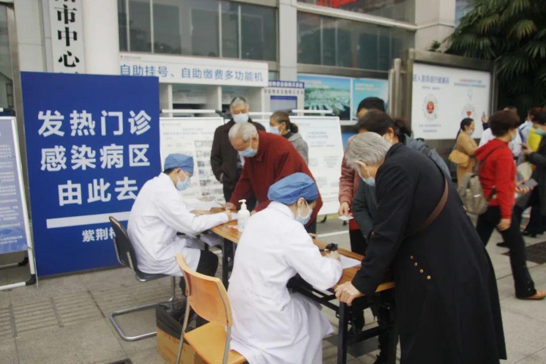 绵阳市中心医院保留人工预约窗口,方便老年人就医