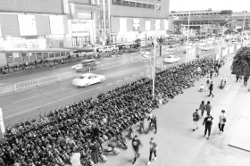 停放任性,长沙共享电动车占道添堵