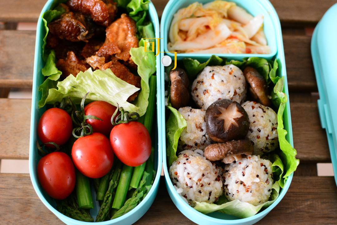 工作日为自己准备的三色藜麦饭团便当,搭配上海熏鱼,吃了照样瘦