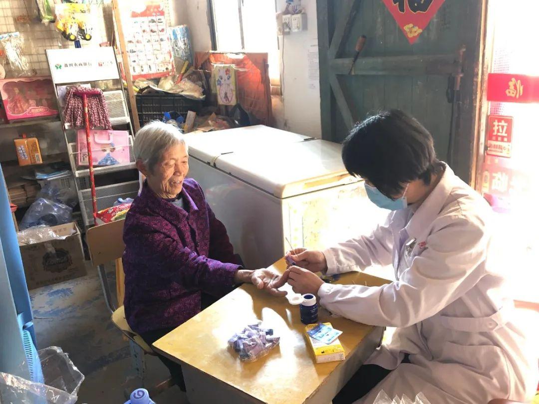 中共涵江医院第一支部开展「青春暖冬 爱在邻里」入户义诊主题党日活动