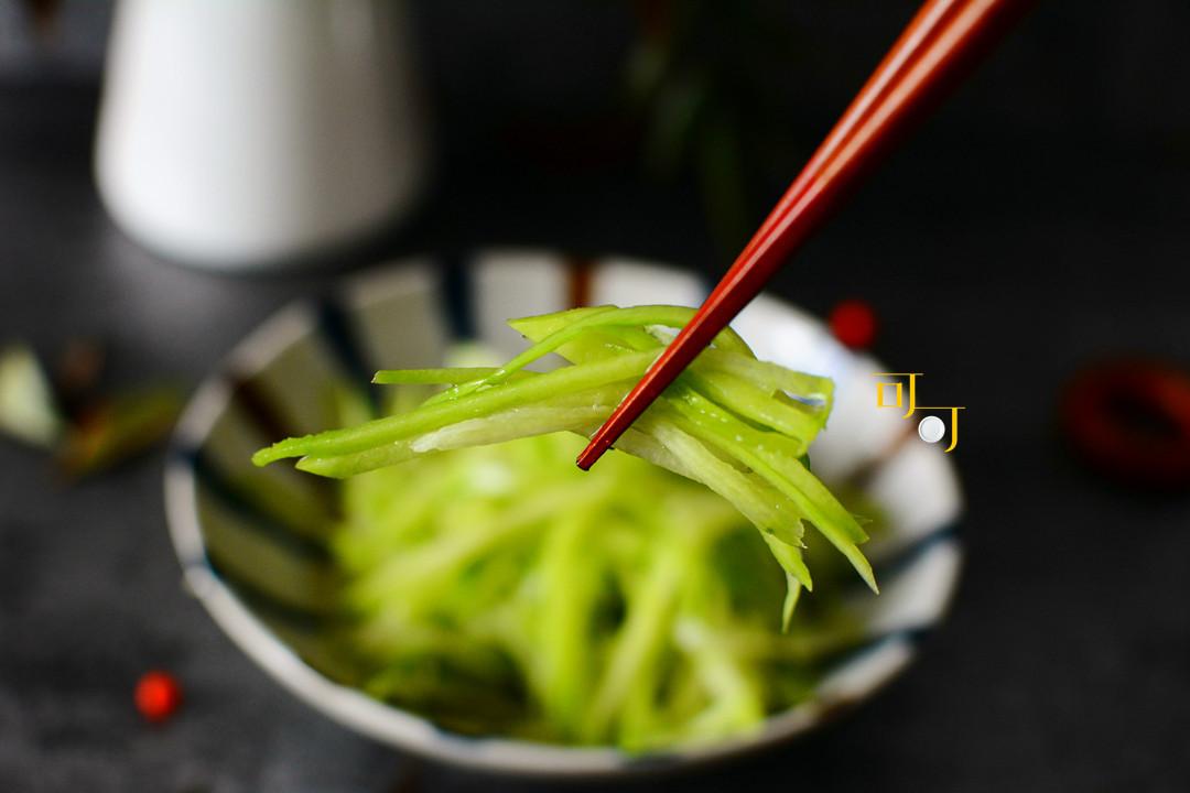 过年吃腻了大鱼大肉,用佛手瓜做个凉拌菜,清新爽口特受欢迎