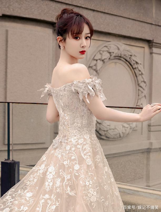 杨紫换新造型,齐刘海公主切发型超显嫩,网友:说是高中生我都信