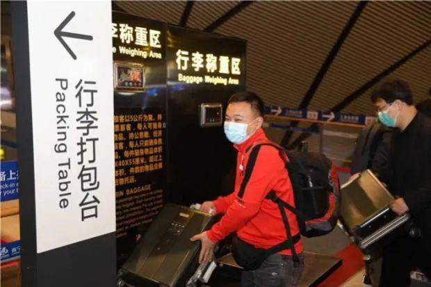 广西医科大学第一附属医院第 22 批援尼日尔医疗队队员龙兴江、何祖环、王志坚启程赴非