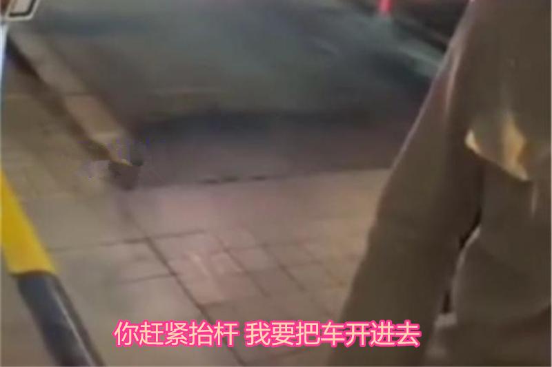 女司机进小区被拦,怒扇保安3个耳光,并声称要向物业举报!