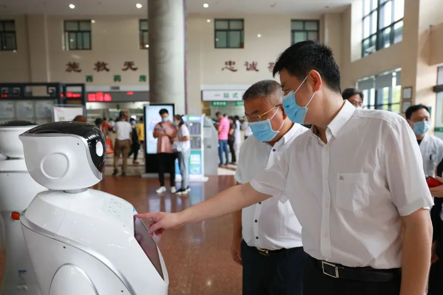 萧山区卫健局党委书记、局长申晓辉一行到萧山中医院调研