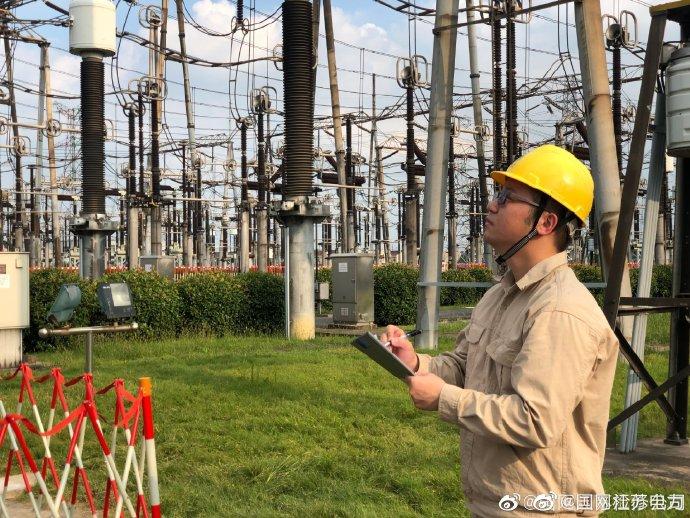 武南变电站值班员根据500千伏茅斗线改造工程