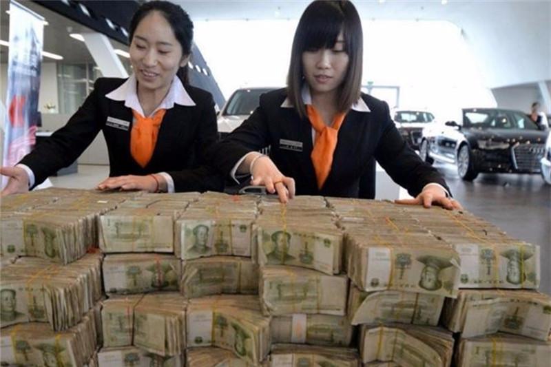 女子去看车被销售看不起,带来几十万1元钞票:让你们数钱到手软