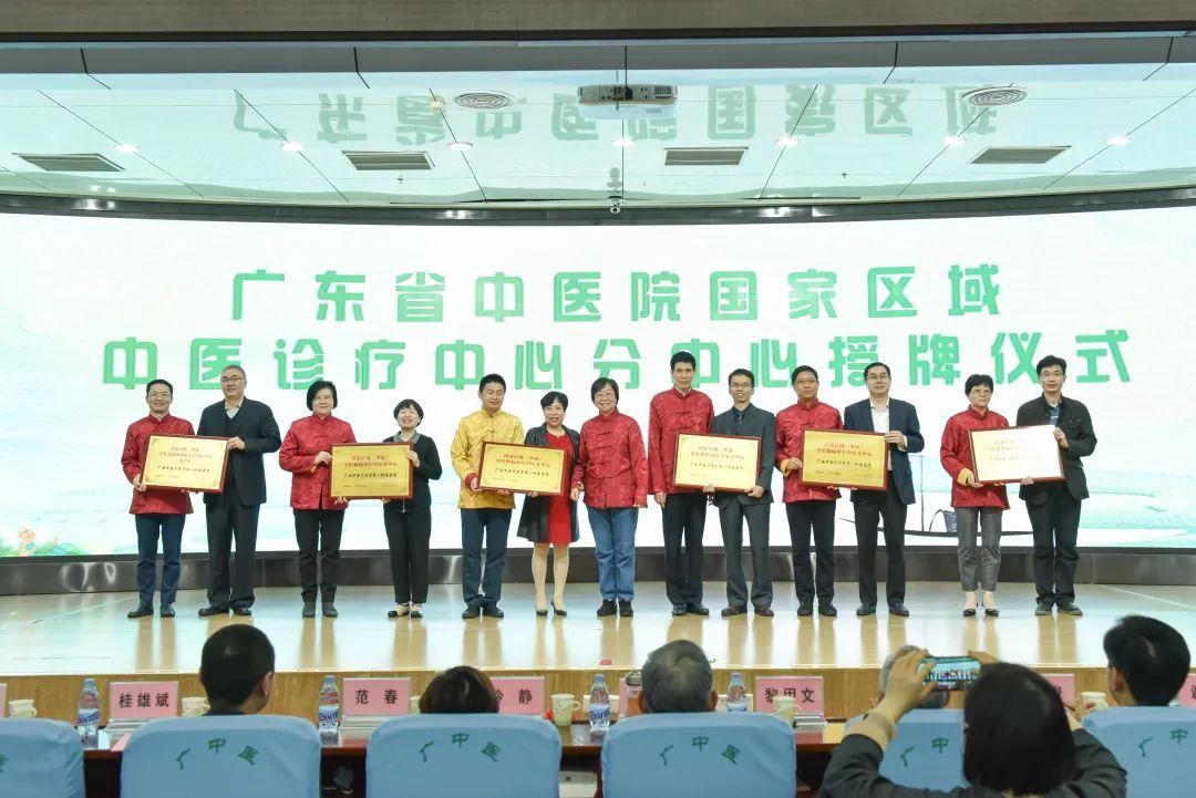 广西中医药大学第一附属医院举办名家学科团队联建工程启动大会暨名医名家拜师仪式