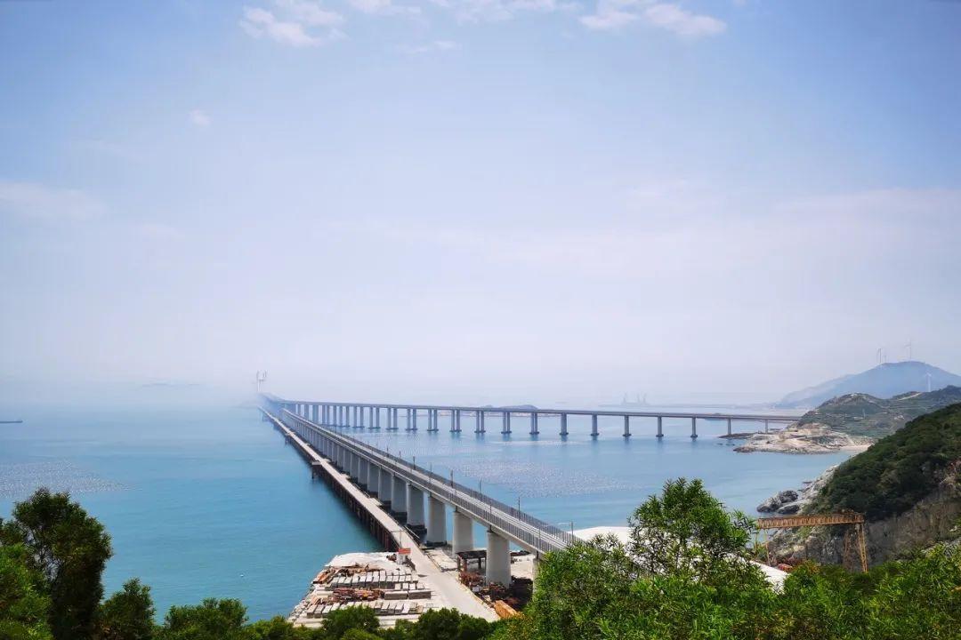 """驶向秘境海岛,中国""""最美海上高铁""""来了!"""