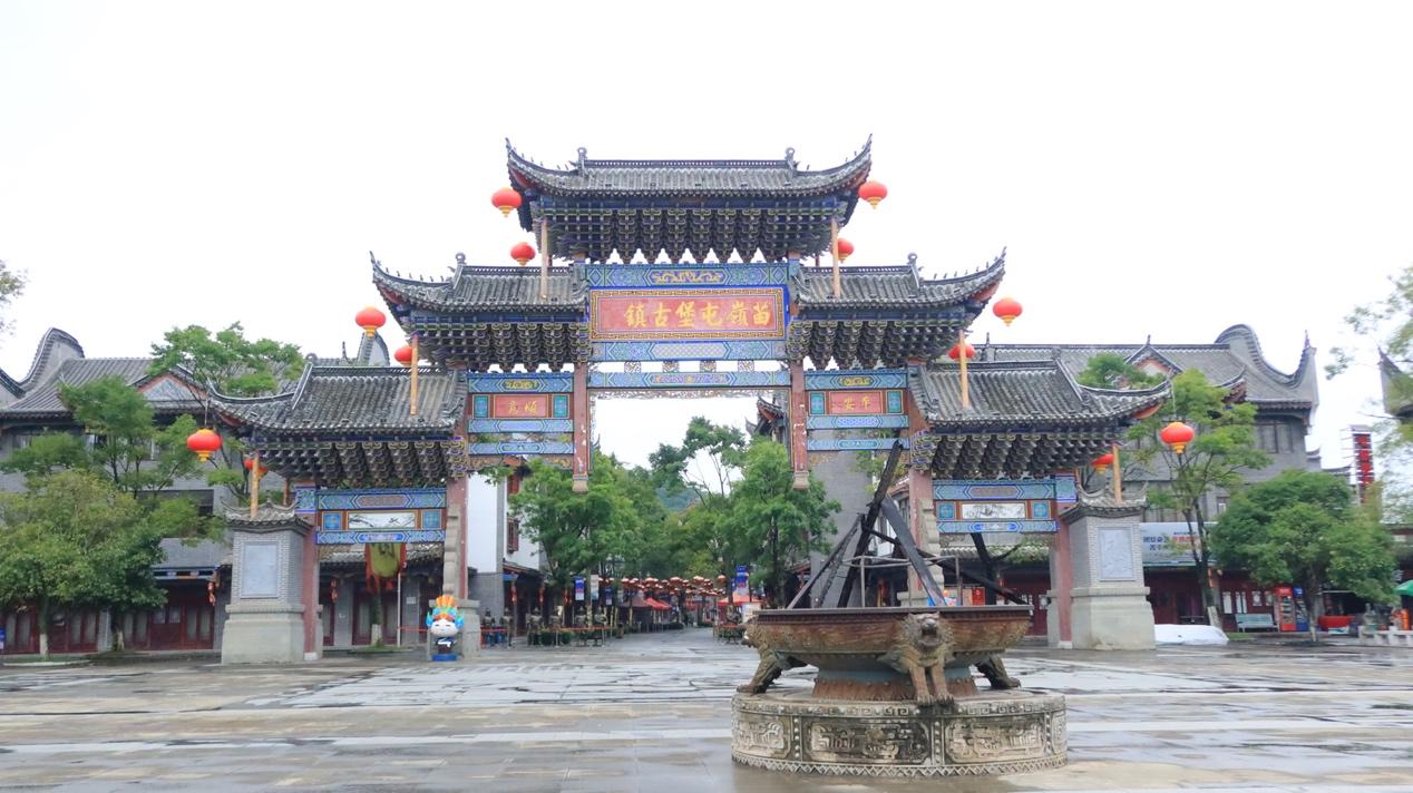 安顺苗岭屯堡古牌坊