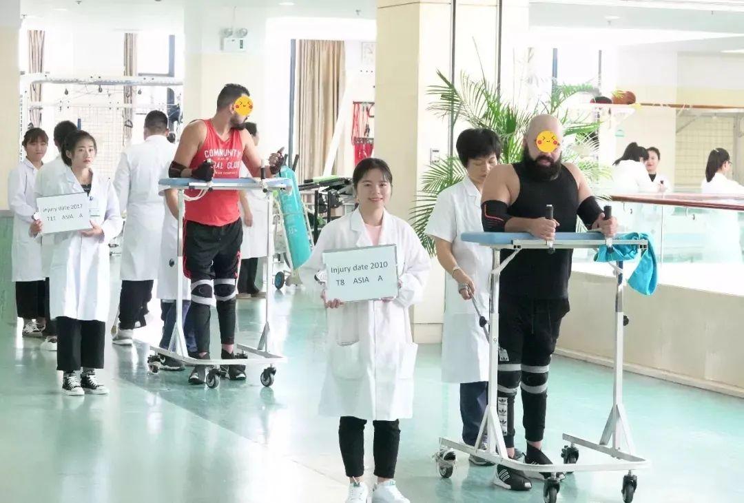 脊柱脊髓损伤治疗中心主任朱辉:「永远做一个好医生」是我的毕生追求