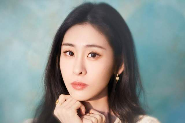 从知名女歌手到单亲妈妈,还被造谣是小三,张碧晨经历了什么?