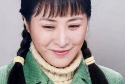 """她是""""玉芬""""王雅捷,后被赵本山慧眼识金,今和于洋相爱多年0绯闻"""