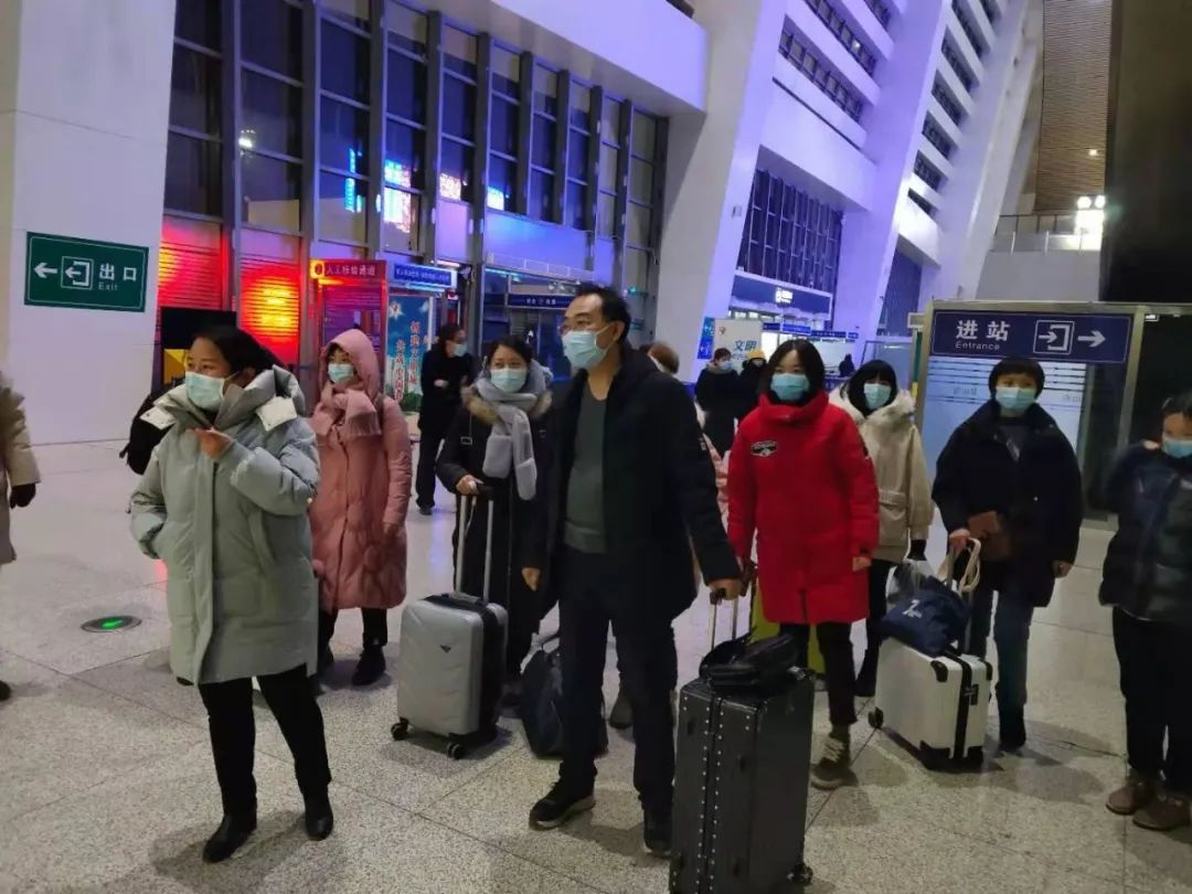 巾帼勇士向战而行,玉田县中医医院深夜奔赴石家庄支援抗疫前线!