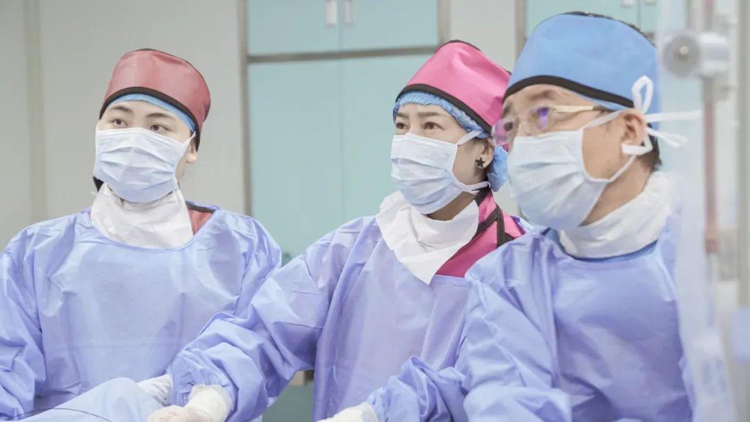 西安大兴医院成功挑战动脉里拔管子