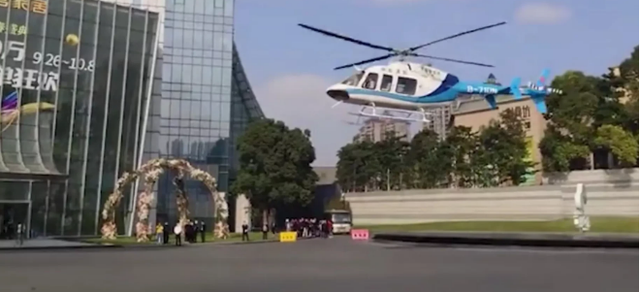 广东豪华婚礼花上亿还出动直升机接亲 新娘身上打扮震住网友引热议
