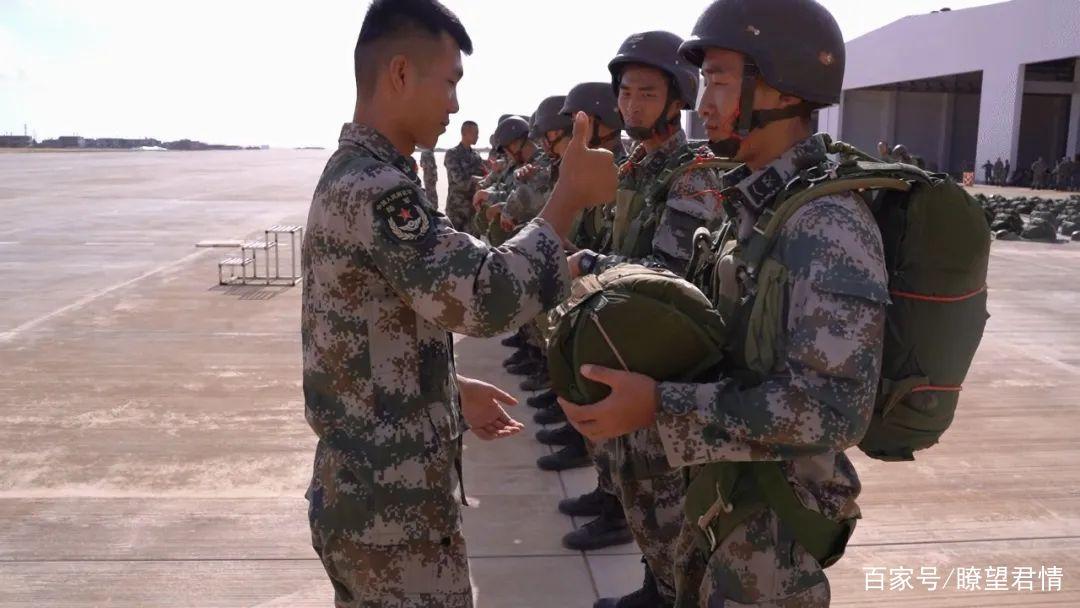 首次!中国陆军特种兵海上跳伞