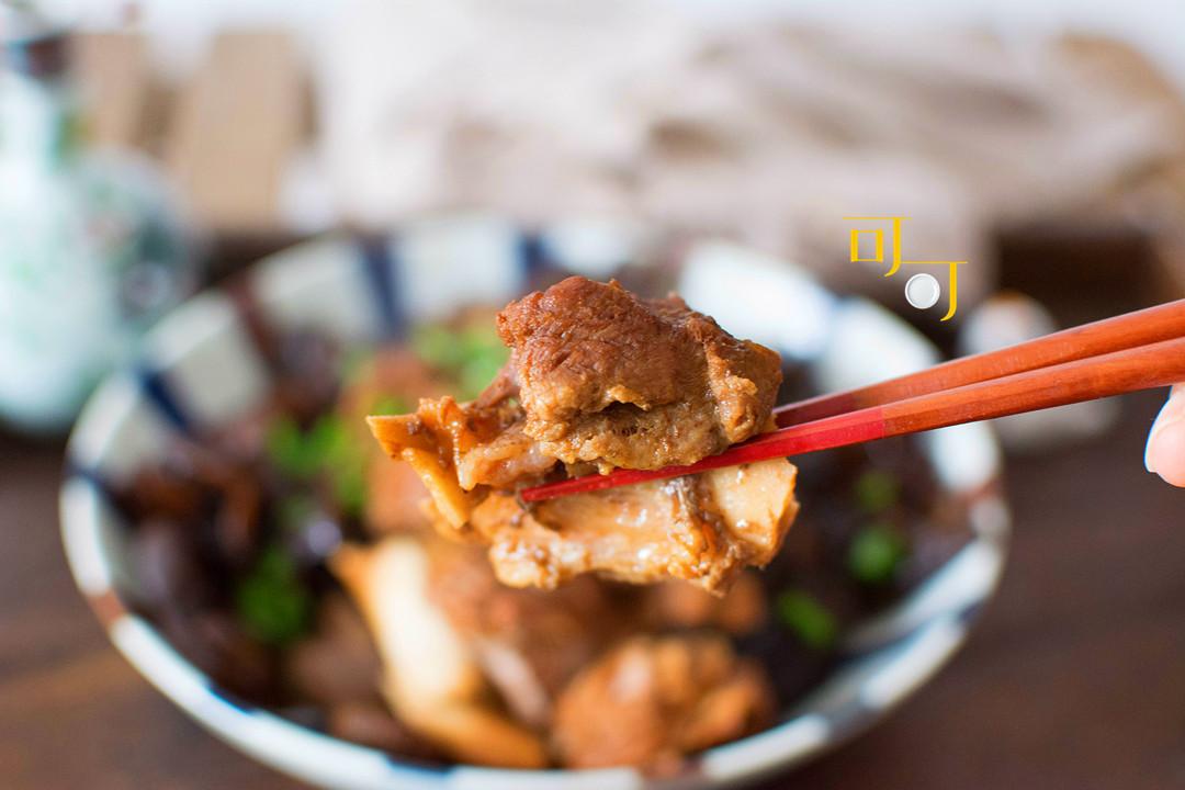 筒骨不一定用来煲汤,用木耳香菇炖,年夜饭上不能少的一道菜