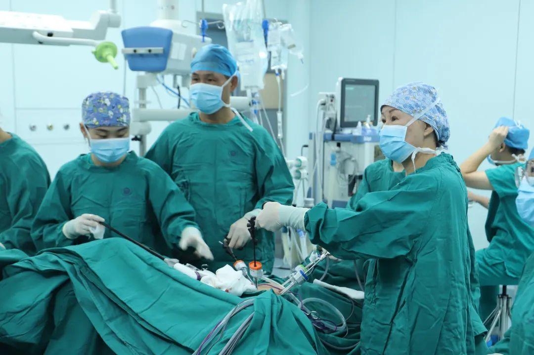 前海人寿广州总医院妇科成功开展首例腹腔镜下子宫骶骨固定术