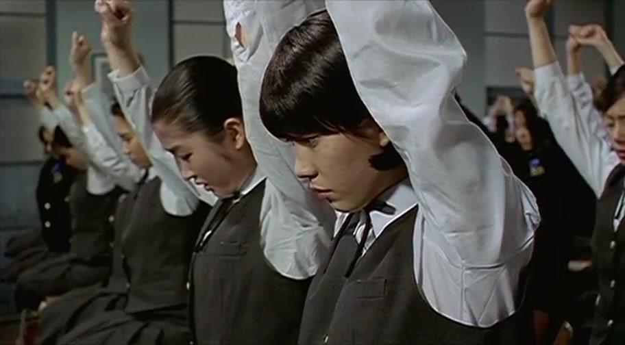 女生玩笔仙遭老师暴击,韩国体罚很严重啊!