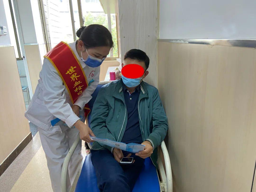 常德市第四人民医院开展「世界血栓日」健康科普进病房宣传活动