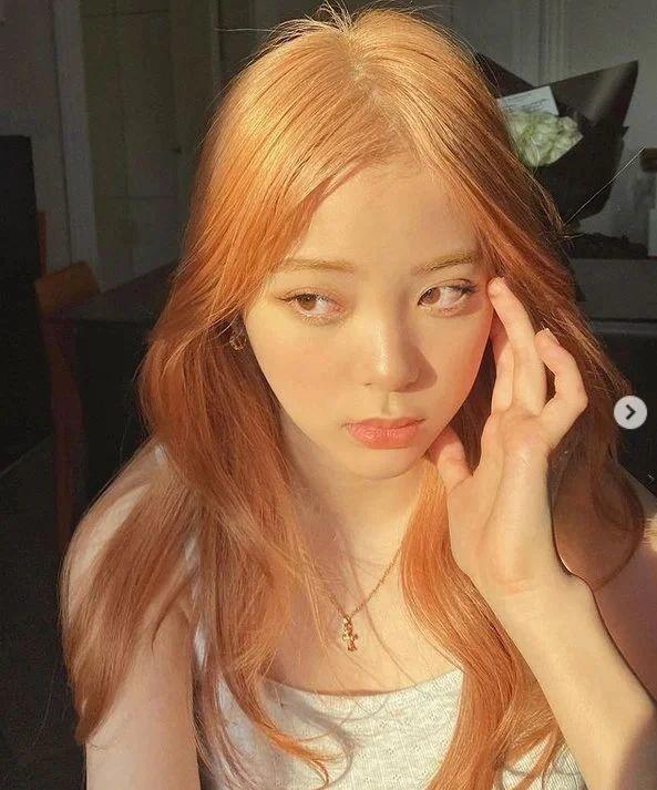 王源为什么把头发染成粉红色?王源和欧阳娜娜是什么关系是情侣吗在一起了吗?