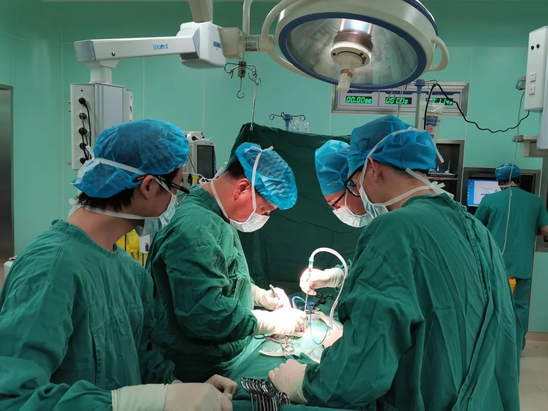 脊膜瘤险致下肢瘫痪,神外、骨科强强联手迎刃而解