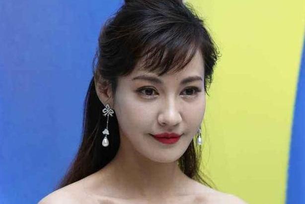 """""""百变女王""""杨雪:曾倒追丑男丈夫,后在巅峰时为爱退隐,今现状如何"""