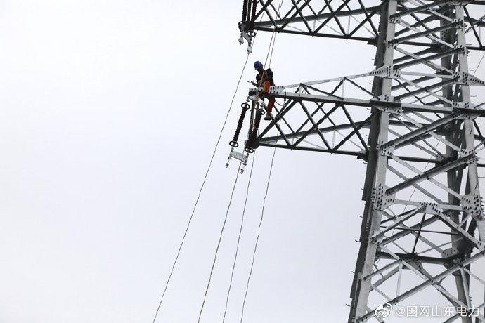 上林变电站110千伏线路送出工程铁塔安装