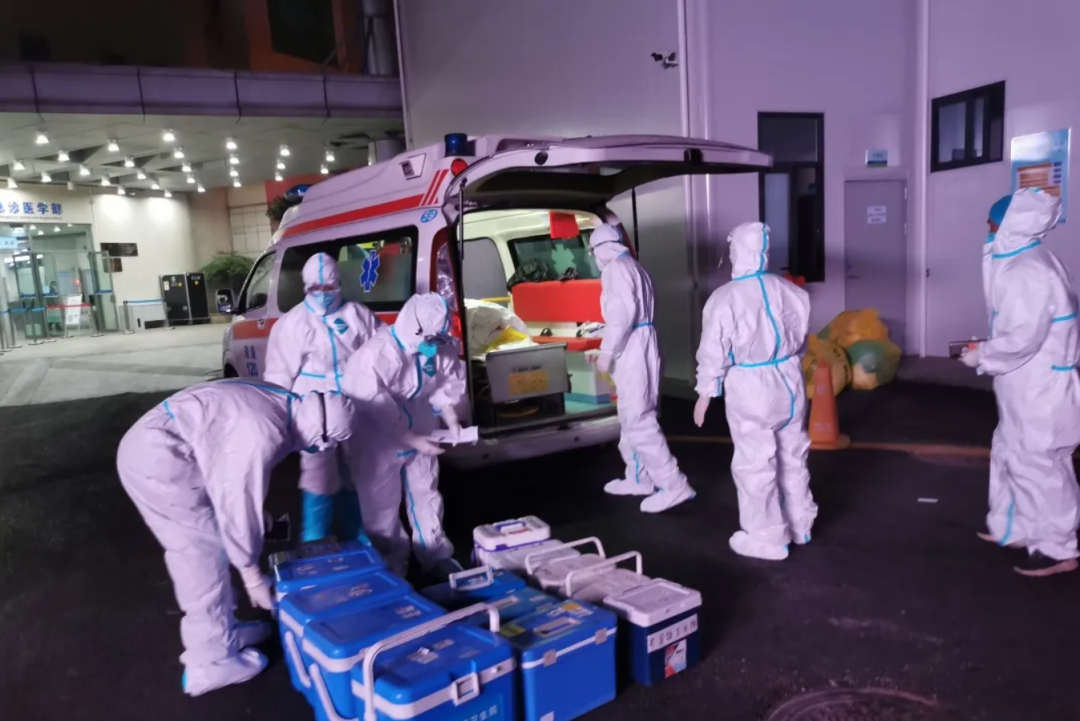 珠海市人民医院派出核酸检测支援队,全力支援佛山核酸检测工作
