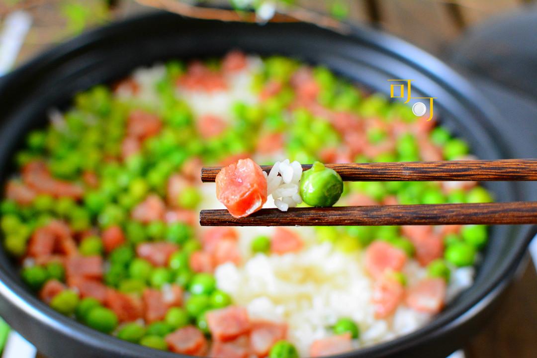 好看好吃的香肠青豆饭,可不是直接放锅里焖就行了,这一步别漏下