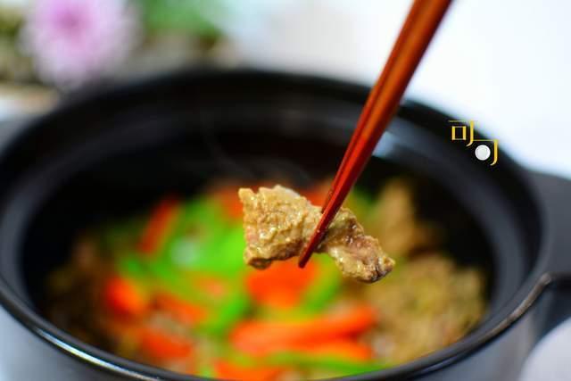 天气冷我家爱吃砂锅,这么做几分钟就能上桌,牛肉特别鲜嫩