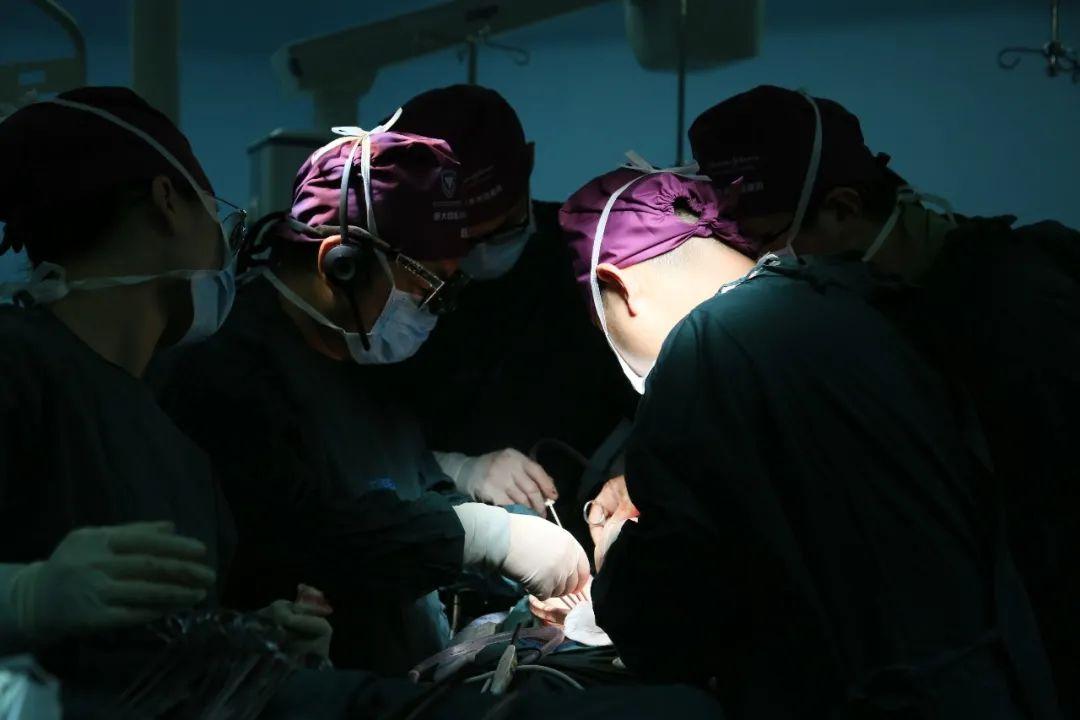 「小肠像带鱼一样粘住了!」 肠梗阻术后复发,医生「奇思妙想」化解