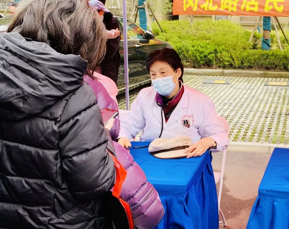传承雷锋精神:上海永慈康复医院义诊送健康