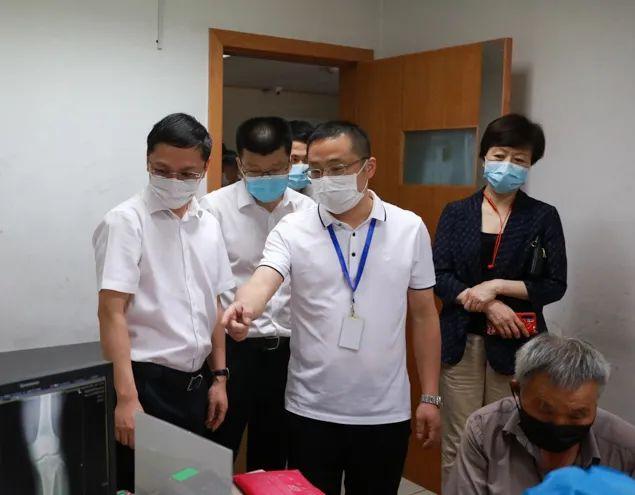 萧山区委常委、副区长陈文良一行来萧山中医院调研