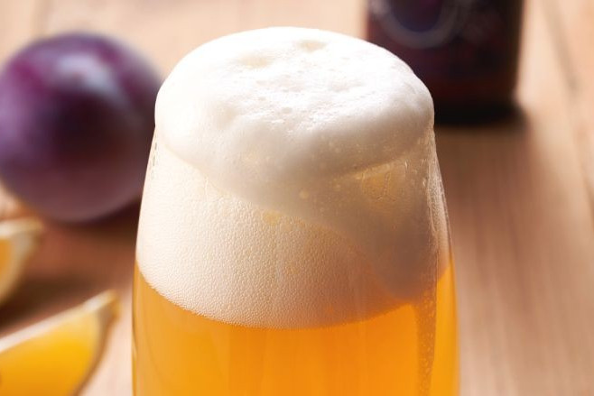 喝啤酒还在对瓶吹吗?快停下 别糟蹋啤酒了