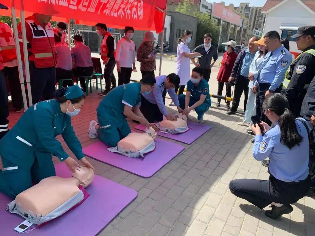 登封市人民医院急救站积极参加第 74 个红十字日活动
