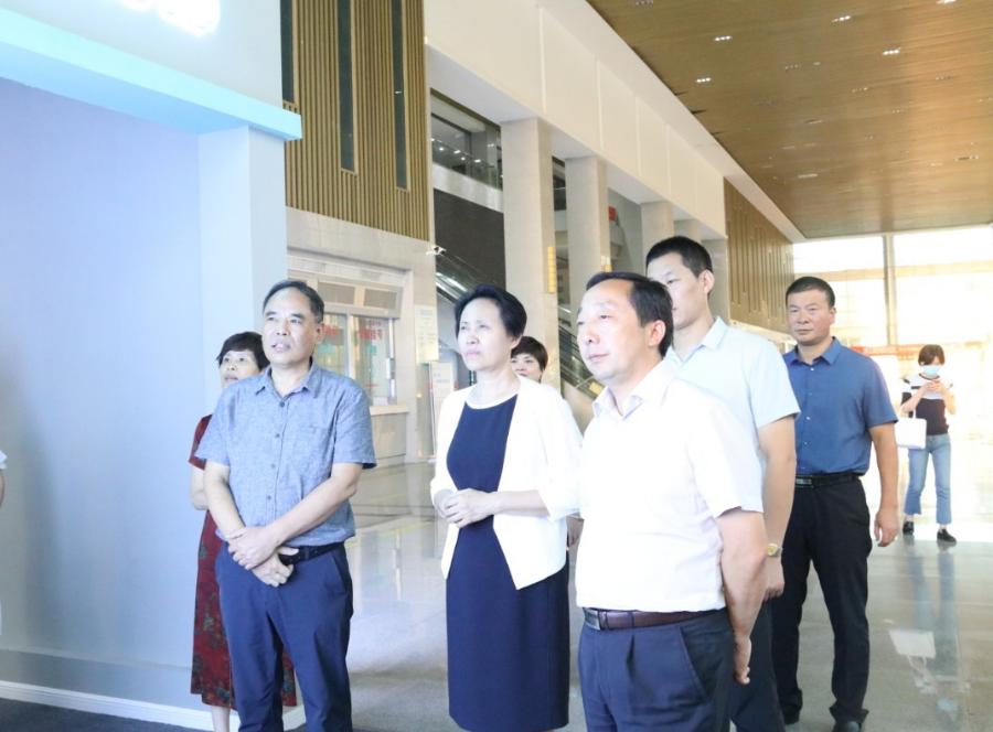 信阳市人民政府副市长杨淑萍一行莅临河南信合医院调研指导工作