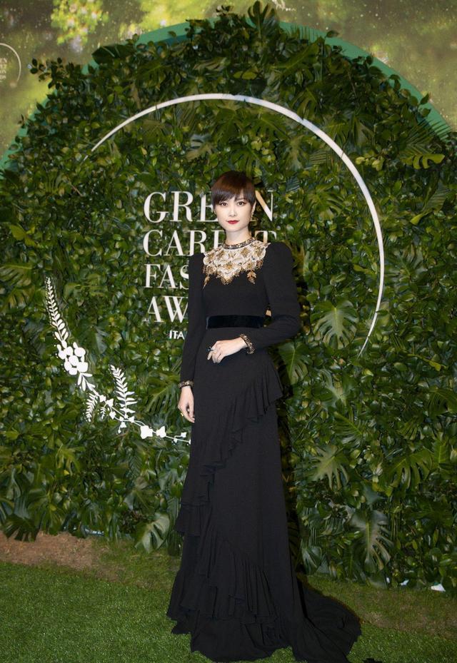 李宇春穿旧礼服走绿毯,坚定与自然和谐共处的时尚理念,优雅大气