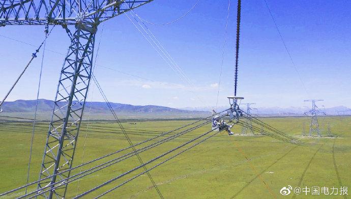 国内首次海拔3000米以上750千伏输电线路带电作业
