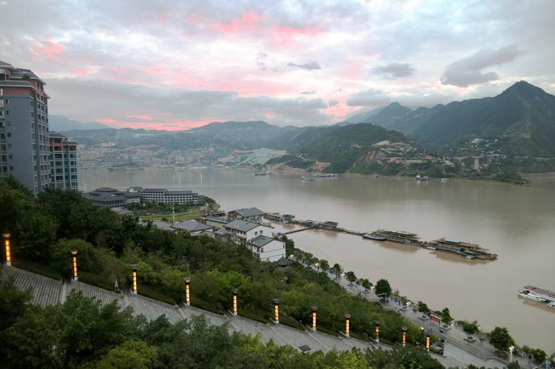 长江洪峰平稳安畅过三峡