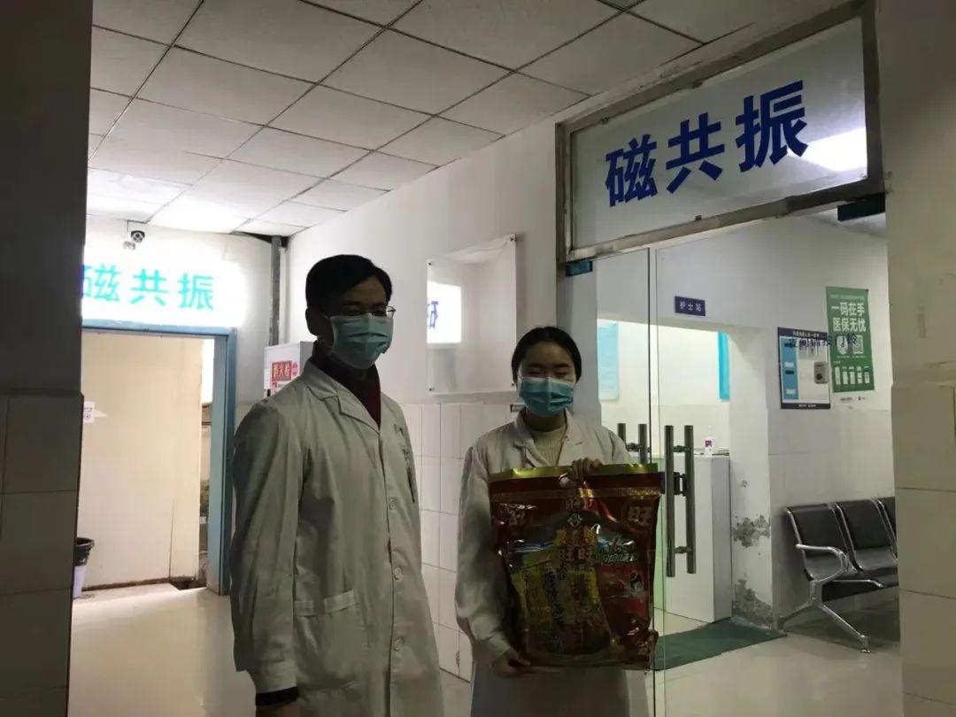 成都誉美医院:慰问坚守在一线岗位的誉美人