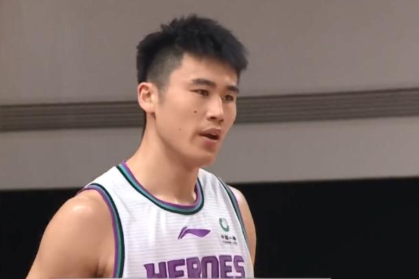 山东男篮完胜上海男篮,贾诚迎来爆发,得分篮板均创赛季新高