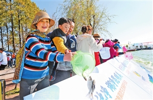 第十一届放鱼滇池生态保护行动在昆明启动 鱼苗数量累计达190万尾