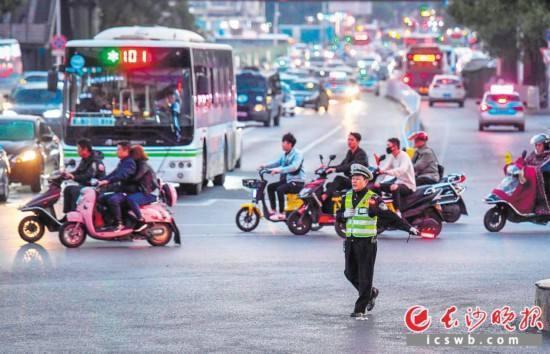 长沙共享电动车一个月激增10万辆:火起来也该管起来