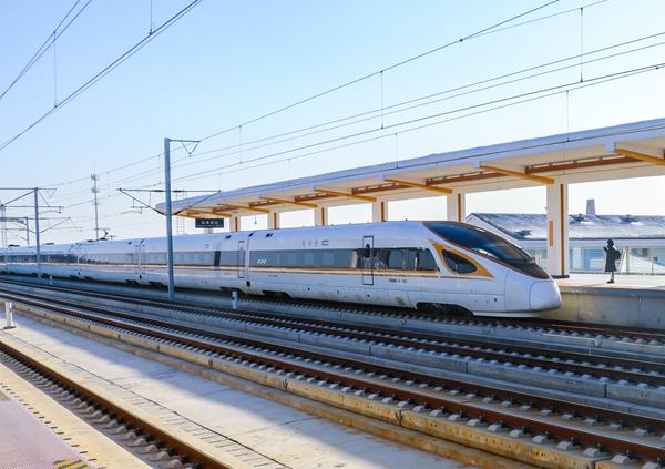 江苏盐通铁路正式开通运营