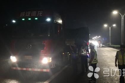 1天查获3辆超限超载货车 苏州吴江超限中队实施治超24小时值守制