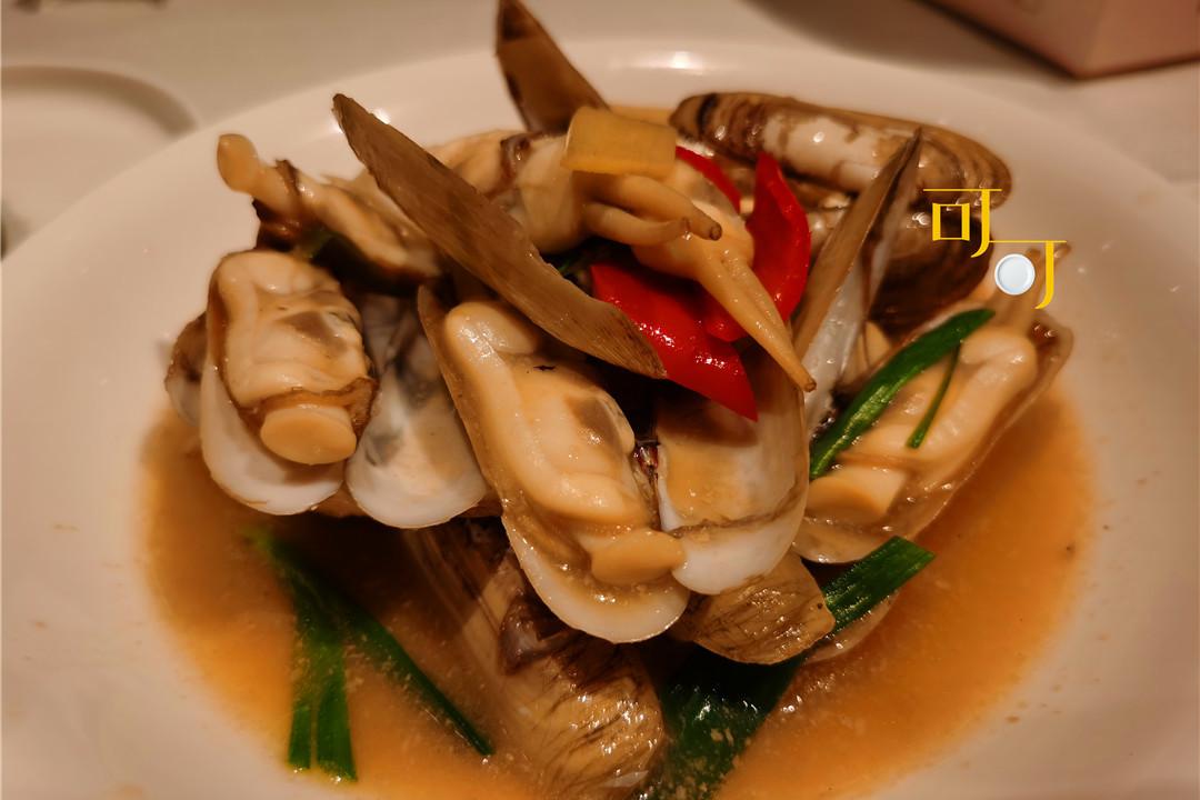 晚餐吃一盘78元福建莆田的蛏子,两个人花了190元,基本没吃饱